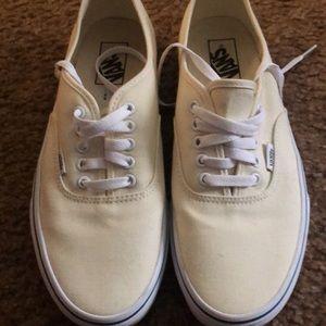 Vans low top cream shoe